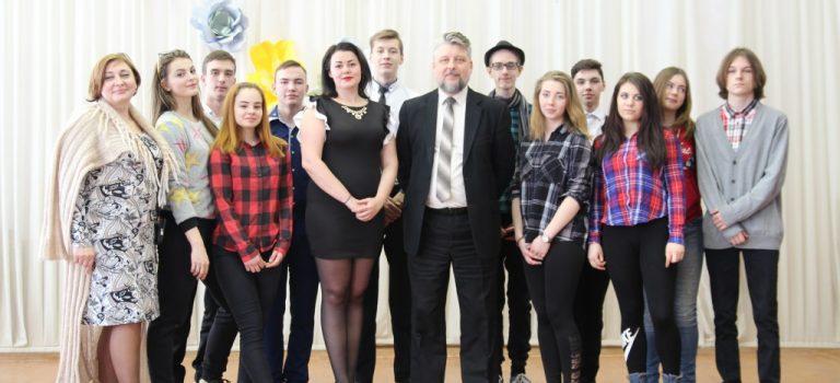 Студенты ОСП №4 поздравили преподавателей с 8 марта