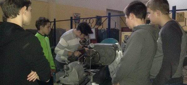 На базе ОСП-1 ГБПОУ МО «Воскресенский колледж» проходят занятия со школьниками, получающими профессию «Токарь» в рамках проекта «Путевка в жизнь школьникам Подмосковья- получение профессии вместе с аттестатом»