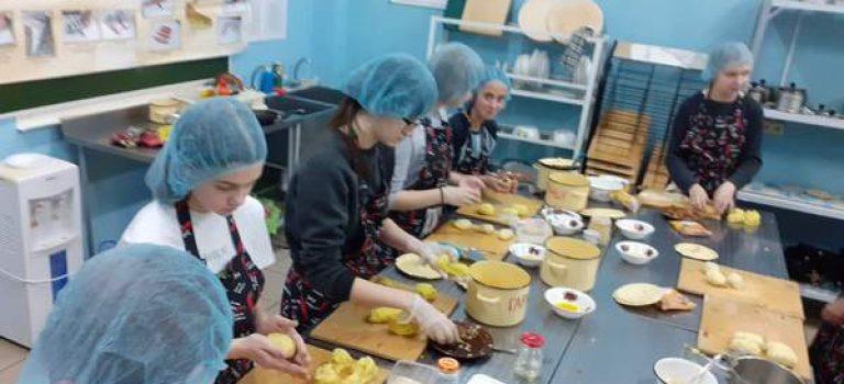 Отработка технологии приготовления зраз картофельных с грибами на занятиях по проекту «Путевка в жизнь»